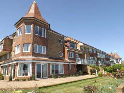 1 Bedroom Flat for sale in The Esplanade, Frinton-On-Sea, Essex