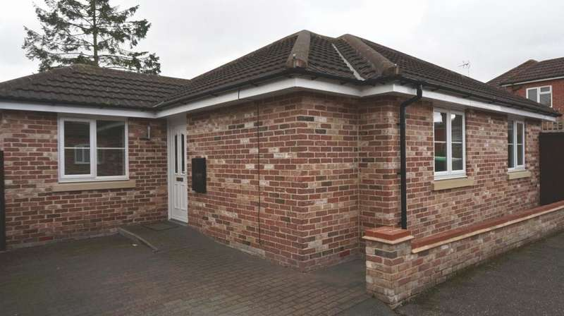 2 Bedrooms Bungalow for sale in St Marys Drive, March, PE15