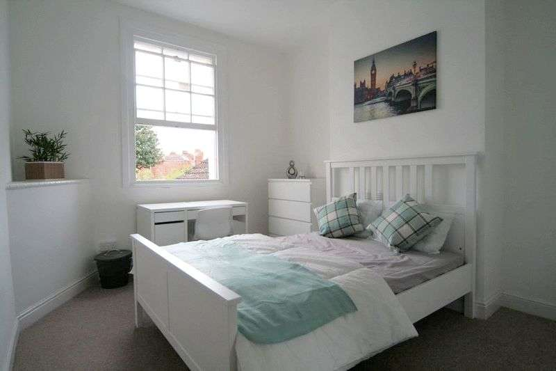 6 Bedrooms Terraced House for sale in Wellington Street, Gloucester