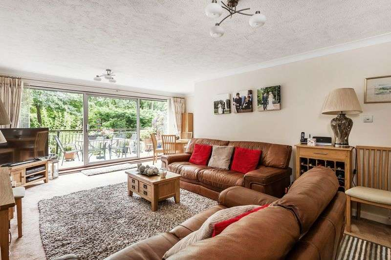 3 Bedrooms Flat for sale in Succombs Place, CR6