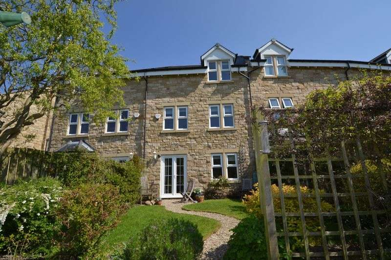 4 Bedrooms Terraced House for sale in Park View, Alnwick