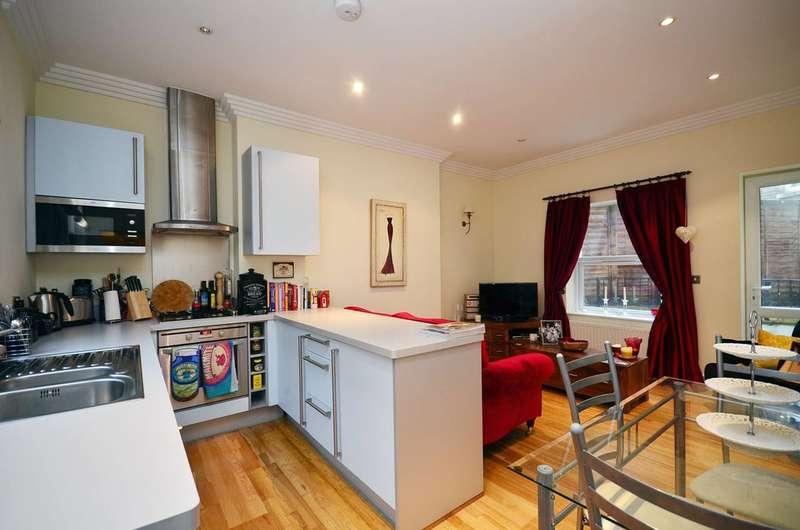2 Bedrooms Flat for sale in Amhurst Road, Stoke Newington, N16
