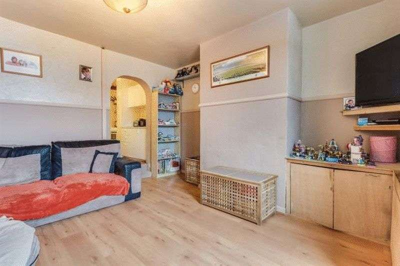 1 Bedroom Terraced House for sale in Carlinghow Hill, Batley