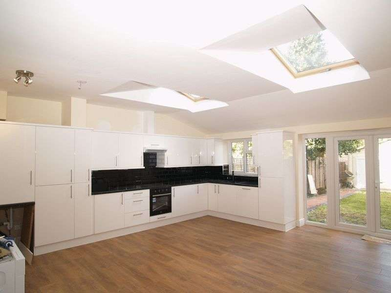 4 Bedrooms Terraced House for sale in Palmers Green, N13