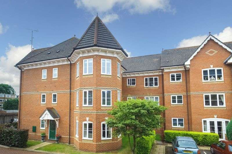 2 Bedrooms Flat for sale in Bury Lane, Rickmansworth, WD3 1DF