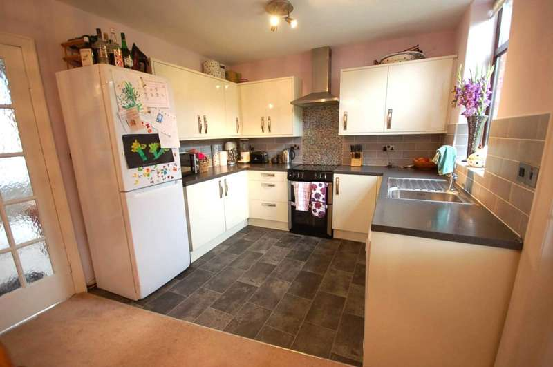 3 Bedrooms Semi Detached House for sale in Ribby Avenue, Kirkham