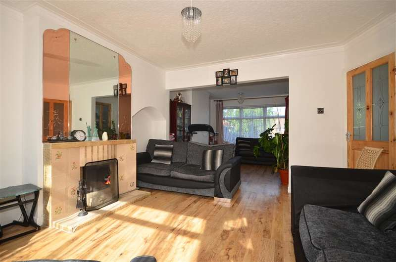 3 Bedrooms Semi Detached House for sale in Copthorne Avenue, Ilford, Essex