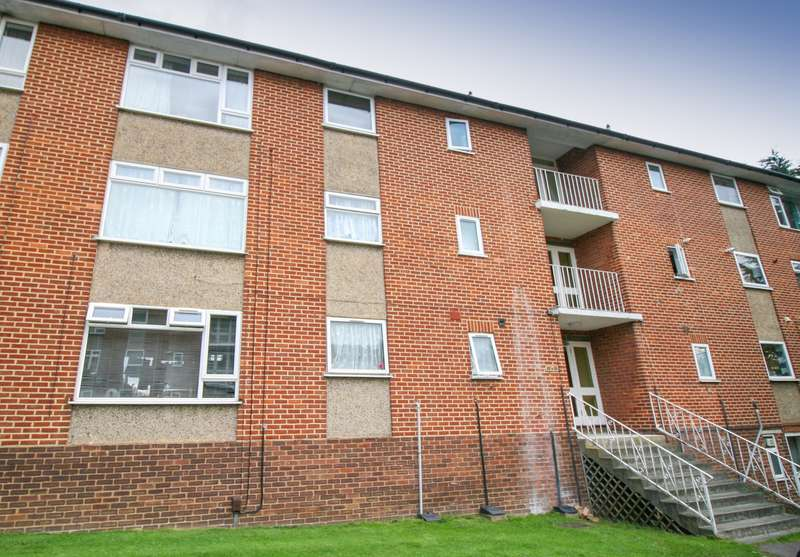 2 Bedrooms Flat for sale in Slough - Next to Burnham (Crossrail) Station! Available to View!