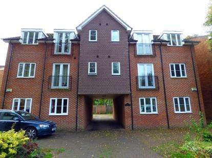 2 Bedrooms Maisonette Flat for sale in Oakhurst, Datchet Close, Hemel Hempstead, Hertfordshire