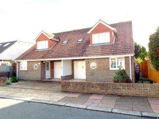 3 Bedrooms Semi Detached House for sale in Salvington Gardens, Worthing