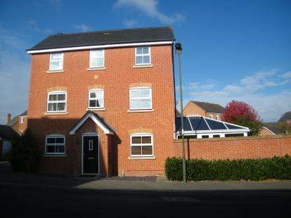 4 Bedrooms Detached House for sale in Steel Close, Breme Park, Bromsgrove, Worcs