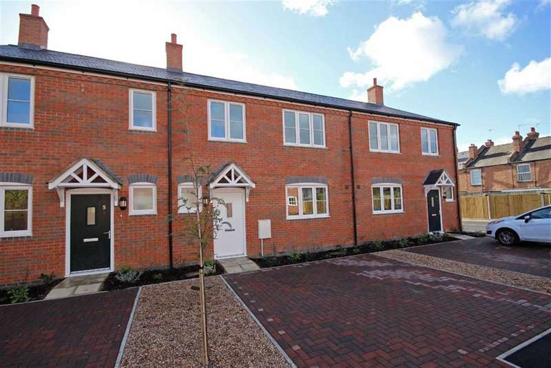 3 Bedrooms Property for sale in Saw Mill Close, Warwick, CV34