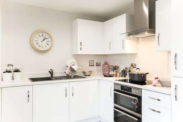 2 Bedrooms Semi Detached House for sale in Cherry Tree Gardens, Pennycross CLose, Plymouth, Devon