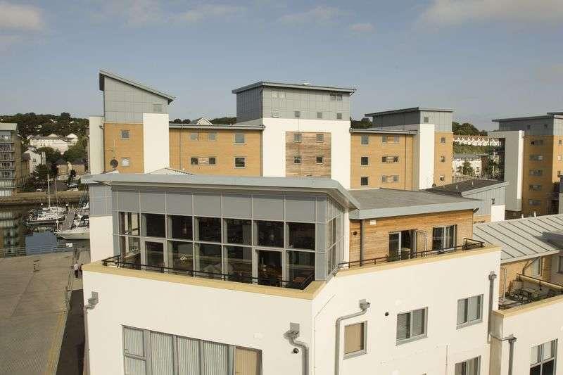 2 Bedrooms Flat for sale in Mizzen Court, Portishead