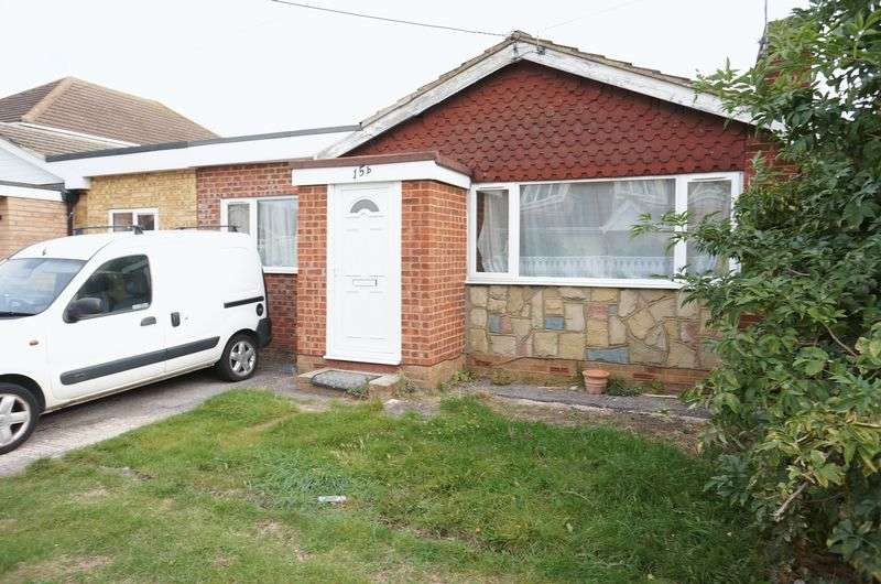 3 Bedrooms Detached Bungalow for sale in Beach Road, Canvey Island