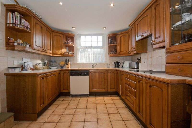 5 Bedrooms Detached House for sale in Copthorne Common, Copthorne, Crawley, West Sussex, RH10