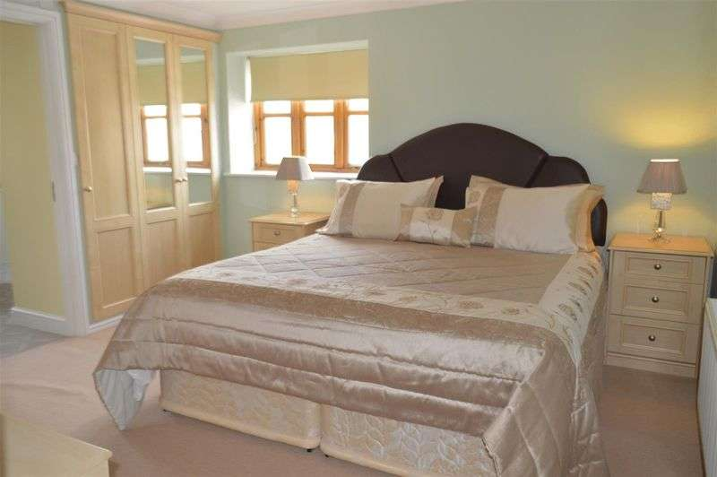 4 Bedrooms Detached House for sale in Shepherds Way, Weston-Super-Mare