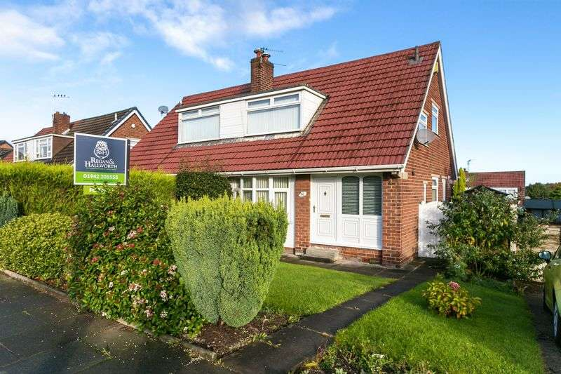 3 Bedrooms Semi Detached Bungalow for sale in Holmes House Avenue, Winstanley, WN3 6ED
