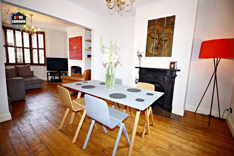 3 Bedrooms Semi Detached House for sale in Hills Road, Buckhurst Hill