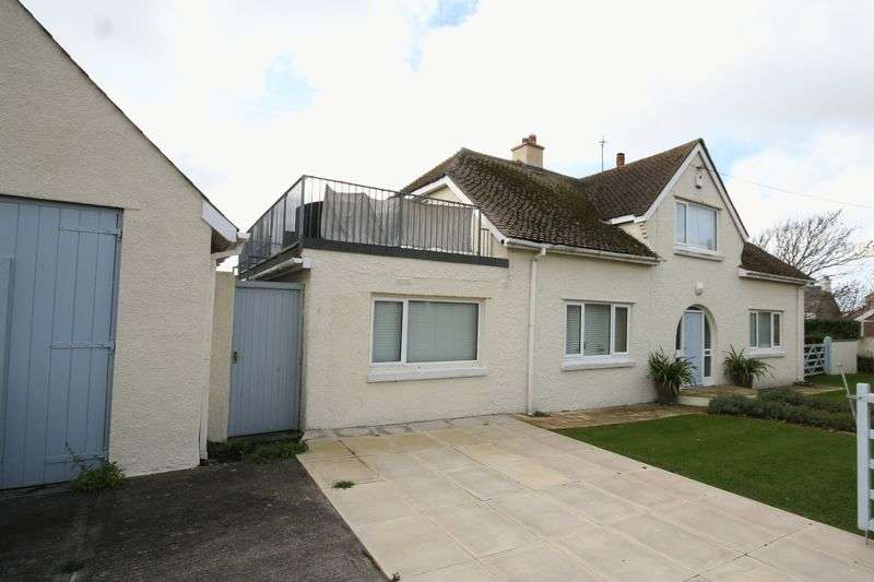 3 Bedrooms Detached Bungalow for sale in Rhosneigr, Anglesey