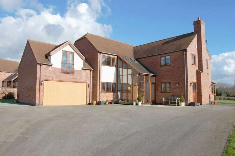 5 Bedrooms Detached House for sale in Worcester Road Knowle Fields Alcester