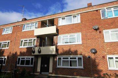 2 Bedrooms Flat for sale in Station Road, Henbury, Bristol