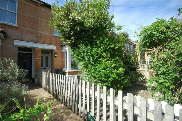 2 Bedrooms Terraced House for sale in Windmill Road, Hampton