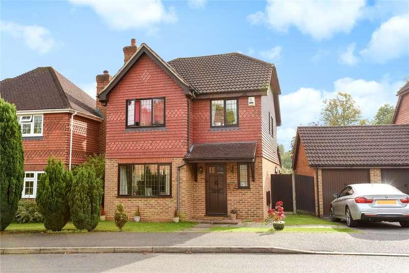4 Bedrooms Detached House for sale in Heywood Drive, Bagshot, Surrey, GU19