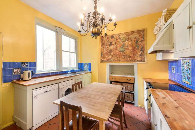 3 Bedrooms Flat for sale in Albert Palace Mansions, Lurline Gardens, London, SW11