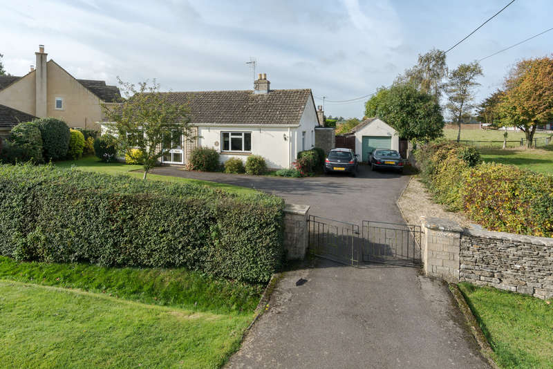 2 Bedrooms Detached Bungalow for sale in Tetbury Road, Sherston