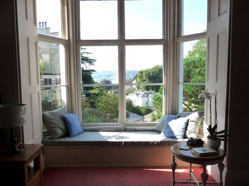 2 Bedrooms Ground Flat for sale in The Lawn, Lower Woodfield Road