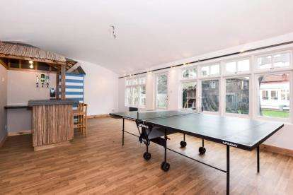 4 Bedrooms Semi Detached House for sale in Farnley Road, North Chingford, London