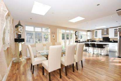 4 Bedrooms Terraced House for sale in Higham Station Avenue, Chingford, London