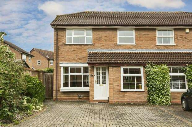 3 Bedrooms Semi Detached House for sale in Fernhurst Road, Calcot, Reading,