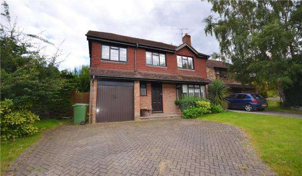 5 Bedrooms Detached House for sale in Hawkesworth Drive, Bagshot, Surrey