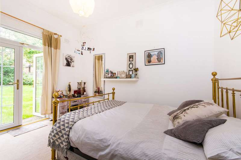 1 Bedroom Flat for sale in Lordship Lane, East Dulwich, SE22