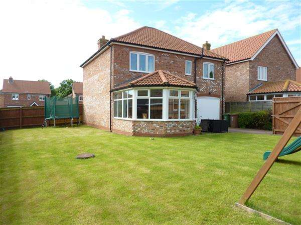 4 Bedrooms Detached House for sale in SAXONFIELDS DRIVE, STALLINGBOROUGH, GRIMSBY