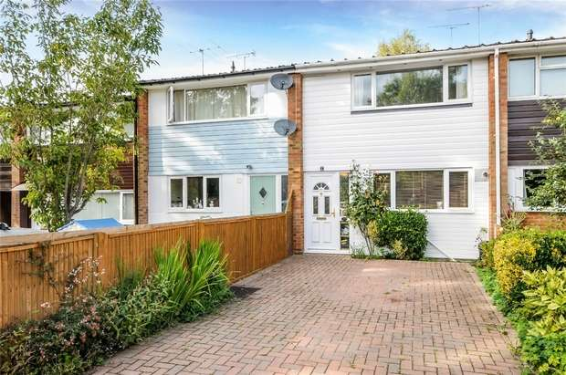 3 Bedrooms Terraced House for sale in Lyon Road, CROWTHORNE, Berkshire