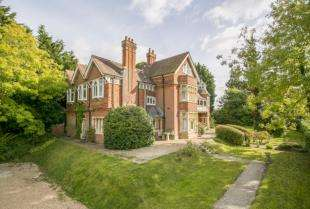 8 Bedrooms Detached House for sale in New Town, Uckfield, East Sussex