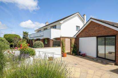3 Bedrooms Detached House for sale in Harlyn Bay, Padstow, Cornwall