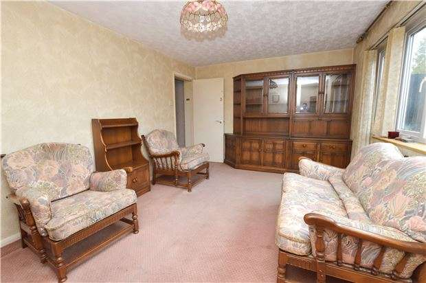 2 Bedrooms Flat for sale in Naseby House, Cromwell Road, CHELTENHAM, Gloucestershire, GL52 5DT