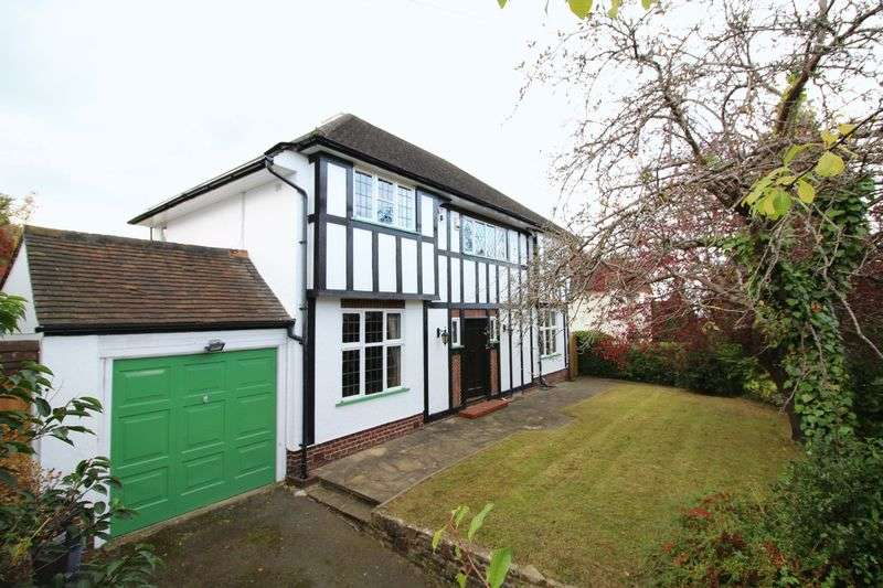 4 Bedrooms Detached House for sale in Sanderstead Hill, Sanderstead, Surrey