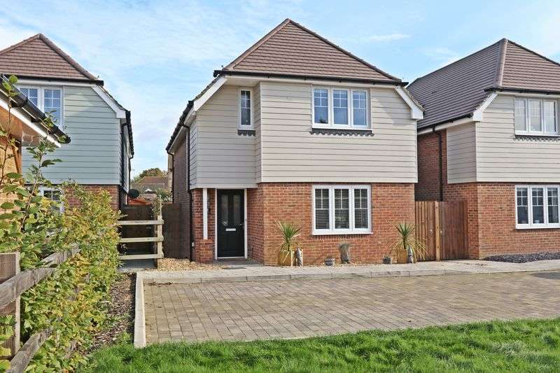 3 Bedrooms Detached House for sale in Hawksworth Place, Warsash Road