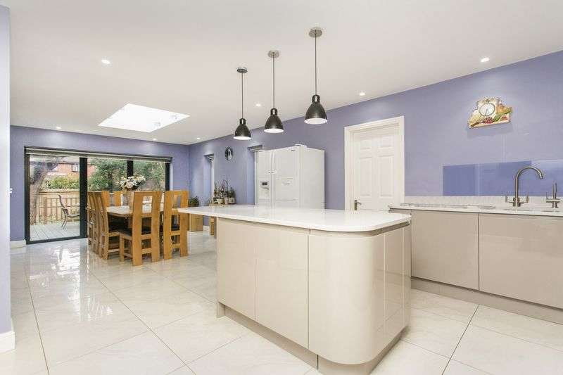 6 Bedrooms Detached Bungalow for sale in Hoddesdon, Hertfordshire
