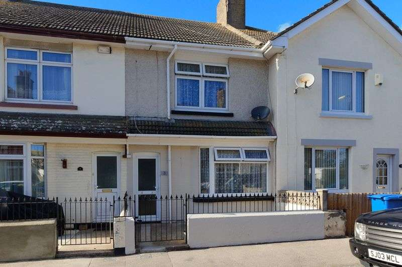 3 Bedrooms Terraced House for sale in Stanley Avenue, Queenborough