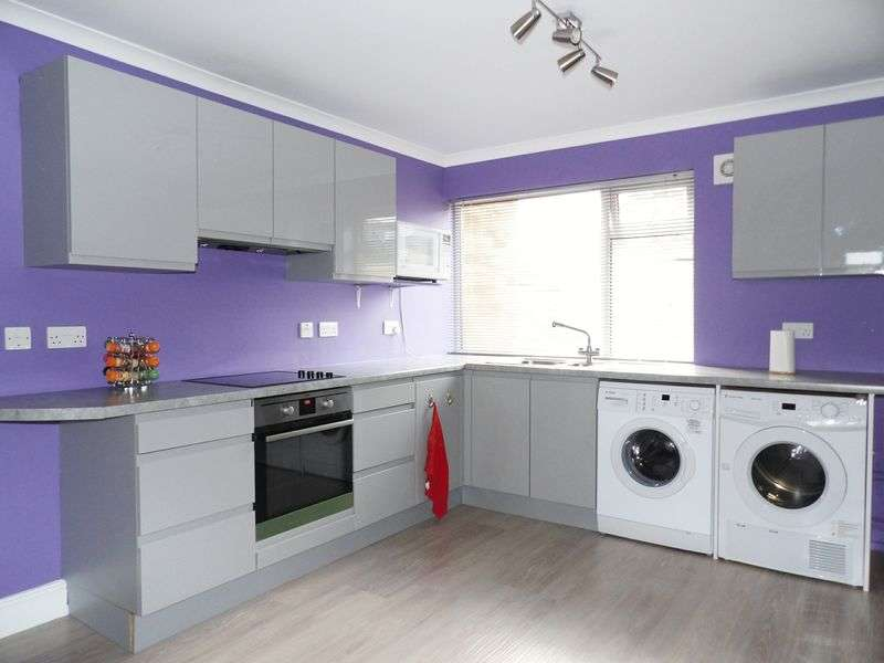 2 Bedrooms Flat for sale in Valley View, Waltham Cross