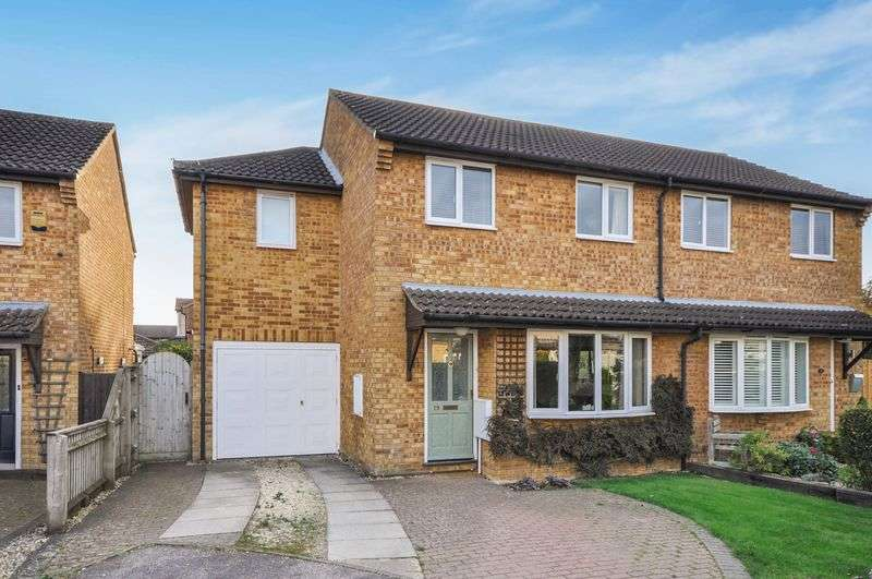 4 Bedrooms Semi Detached House for sale in Wensum Crescent, Bicester