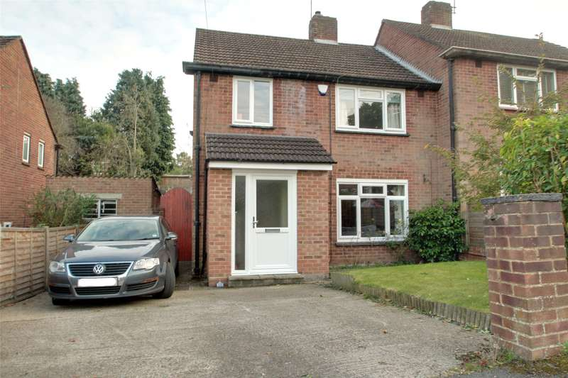 3 Bedrooms Semi Detached House for sale in Fernlands Close, Chertsey, Surrey, KT16