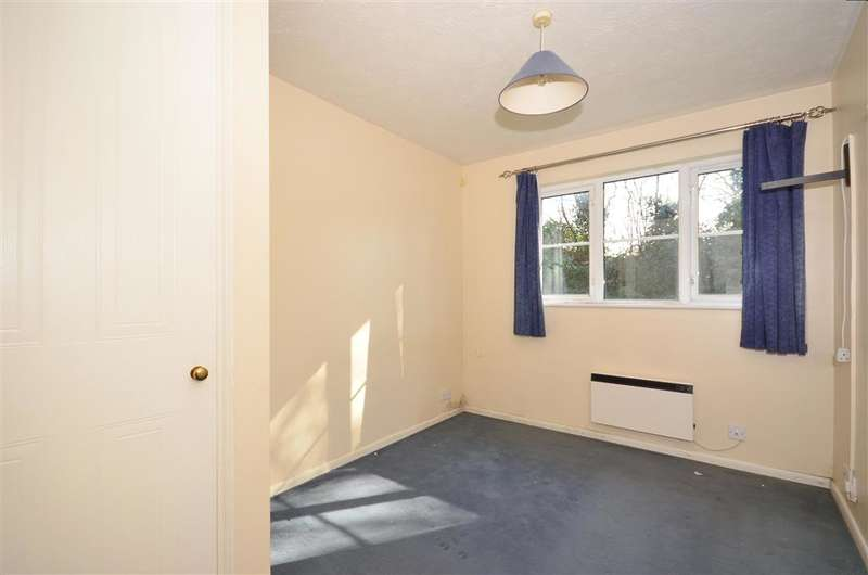 2 Bedrooms Ground Flat for sale in Autumn Drive, Sutton, Surrey