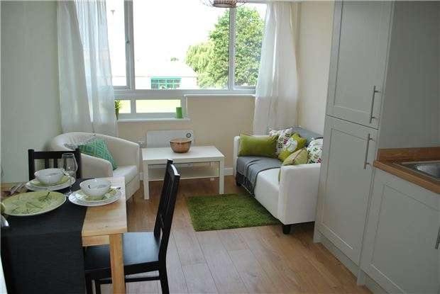 2 Bedrooms Flat for sale in Plot 11 Gresham Court, Princess Elizabeth Way, Cheltenham, Glos, GL51 7SG